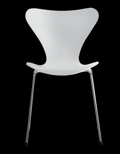 Vintage ardent mobilier culte for Chaise la fourmi