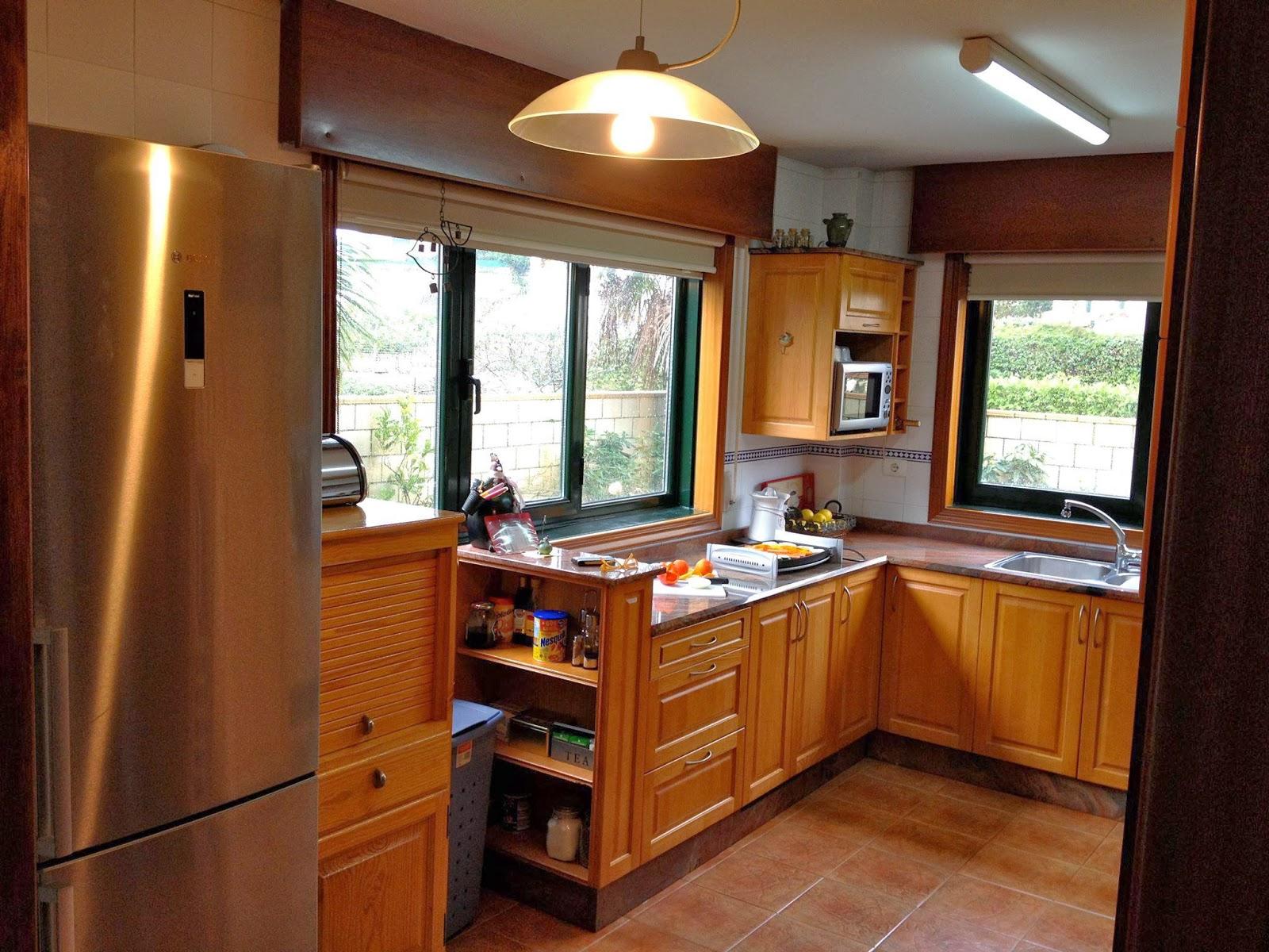 Cocina de madera de cedro con entrepa o macizo piedra de for Muebles de cocina finsa
