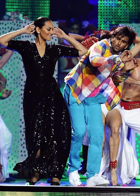 sonakshi debut in iifa award 2011