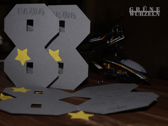 gr ne wurzeln einladungen zum 8 geburtstag. Black Bedroom Furniture Sets. Home Design Ideas