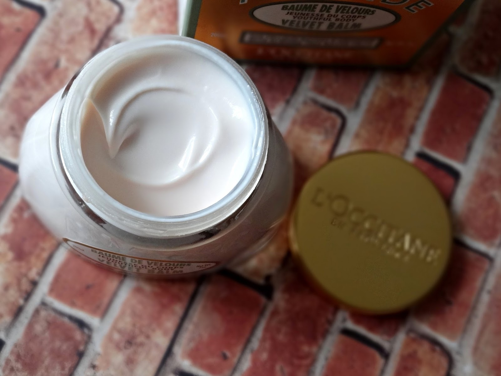 L'Occitane Amande Velvet Youthful Body Balm