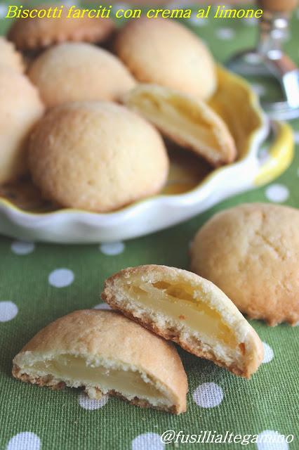 biscotti farciti con crema al limone all'acqua