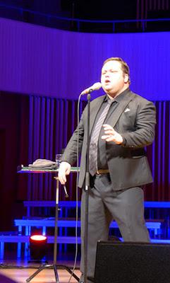 Poul Potts på scenen i Musikhuset i Aarhus
