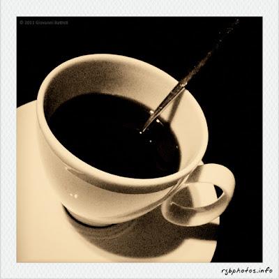 Fotografia di una tazzina di caffe