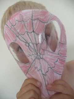 Kids love to make superhero masks! #crafts #kids