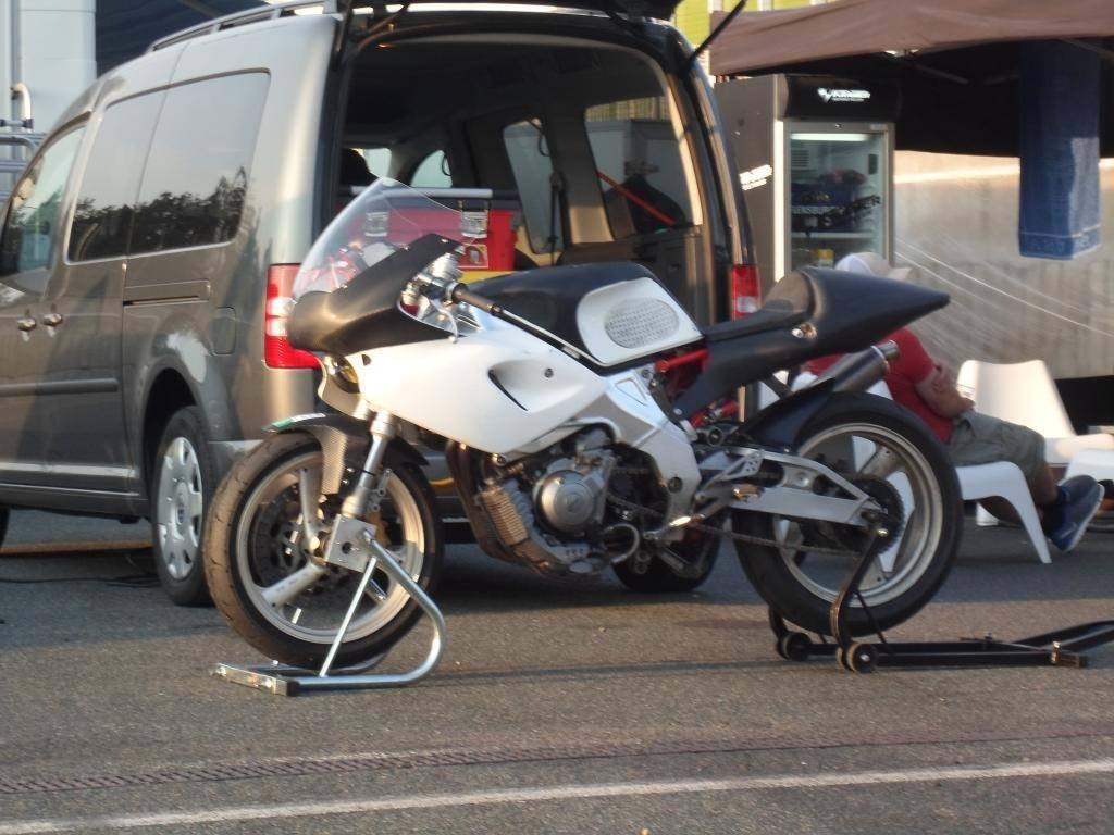 You can't tour on a single!: Stolen Yamaha SZR 660 Race Bike