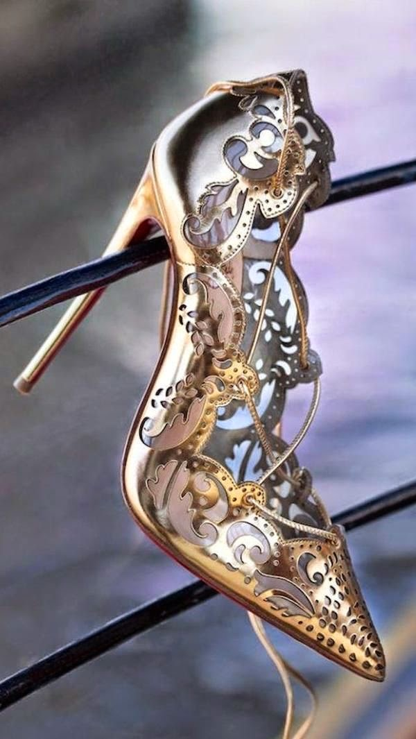 Zapato de novia con taconazo de Christian Louboutin