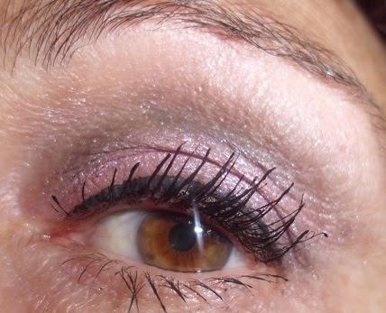 maquillaje de ojos rosa y gris
