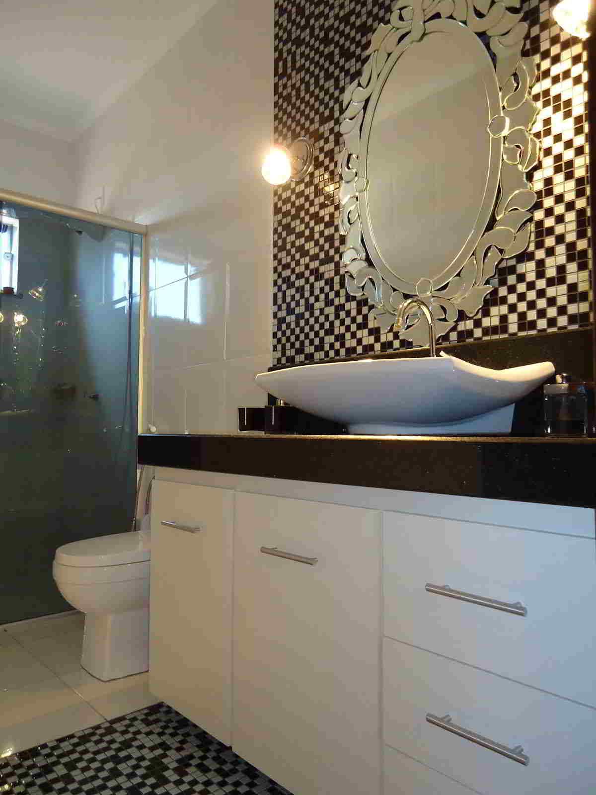 Banheiros com pastilhas  37 modelos decorados  Decor Alternativa -> Banheiro Com Pastilha Em Volta Do Espelho