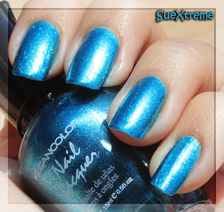 manicura azul electrico