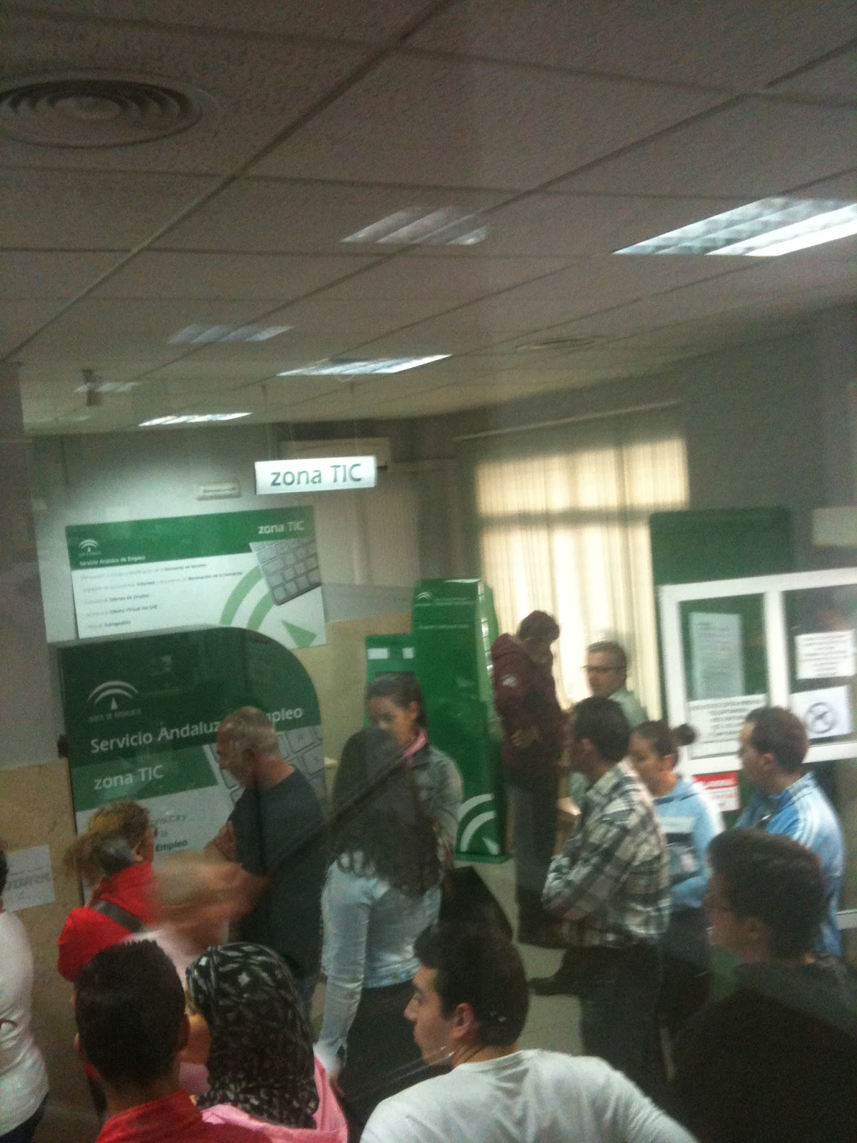 Promotores de empleo las oficinas sae desmanteladas a for Oficina del sae
