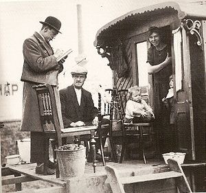 Image: Civil servant at trailer park, census 1925. Source: Wikimedia Commons