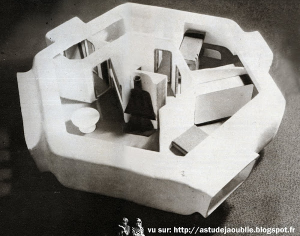 """Nancy - Maison hexagone  Architecte: M. Dumont  Texte et photos: P.L.M. Juillet / Aout 1969  """"inédit ! La maison hexagone, une coque révolutionnaire"""""""
