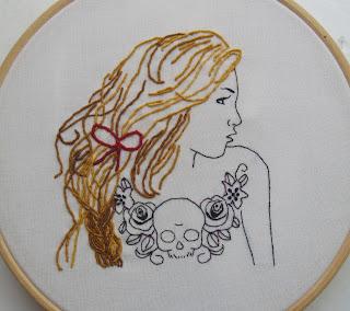 3D broderi af tatoveret pige