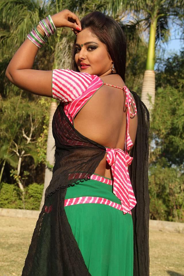 Anjana Singh ON Set of Dabang Aashiq Bhojpuri Film Shooting photo