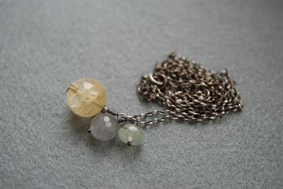 srebro oksydowane pastelowy naszyjnik z kamieniami