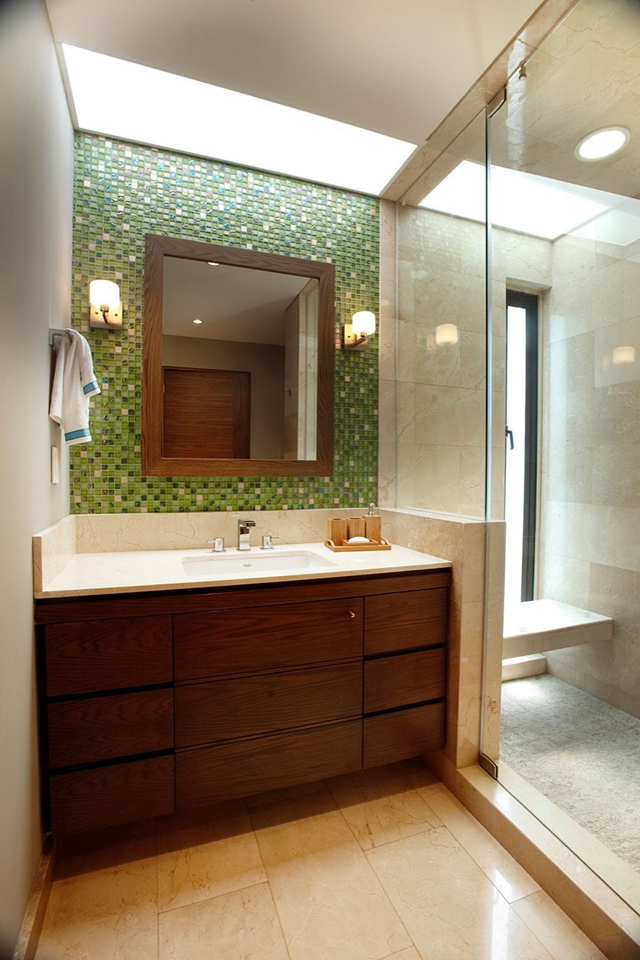 Narrow modern bathroom 