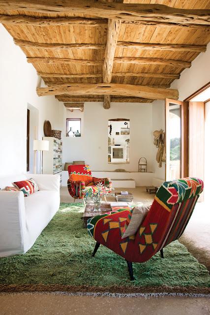 Kelim-Sessel von Philippe Xerri, Schubladenkommode von Piet Hein Eek und handgeknüpfter Teppich aus Tunesien