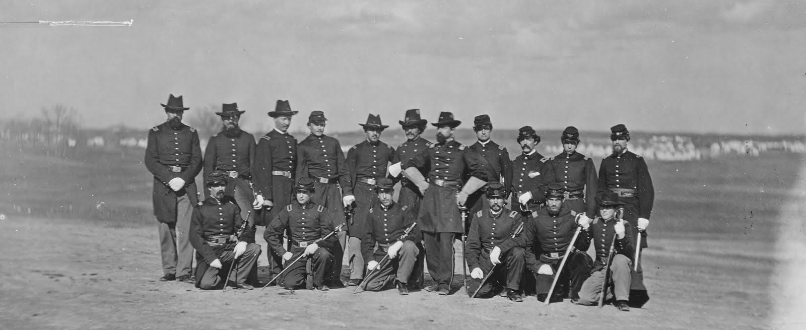 http://1.bp.blogspot.com/-x8vlaHB1dG4/TsfYBfhRyPI/AAAAAAAAAu0/MQxs2kQTuS8/s1600/B-155+Camp+Scene%252C+Group+of+Officers%252C+44th+New+York+Infantry.jpg