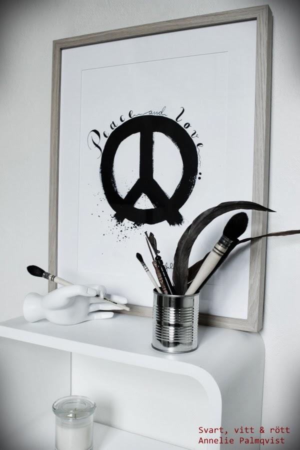 artprint peacemärke, peace, tavlor, tavla, konsttryck, prints, illustration, svart och vitt, svartvita, svart, vitt, svarta, vita, tavla med trären ram, peacetecken på tavla, presenttips, tips till födelsedag, säljes,