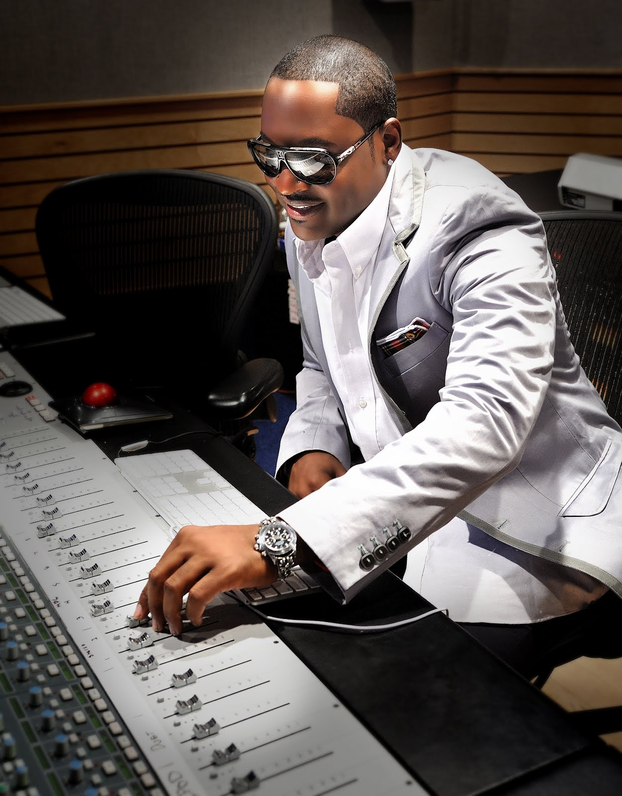 Hot Secrets: JOHNNY GILL ALL SET TO ROCK NAIROBI THIS SATURDAY AT ...