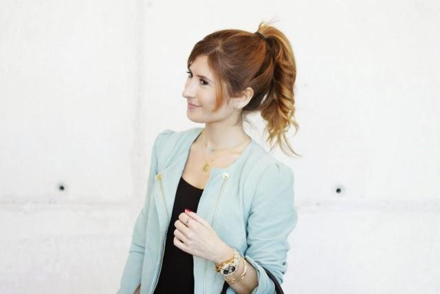 Peinado con coleta. Bolso Rebecca Minkoff