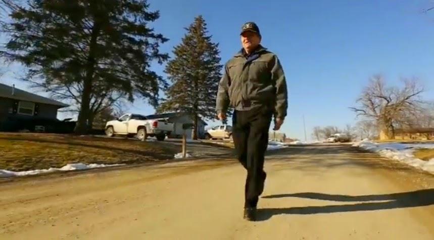 Steve Simoff Tukang Cuci Berjalan Kaki 56 Kilometer ke Tempat Kerja