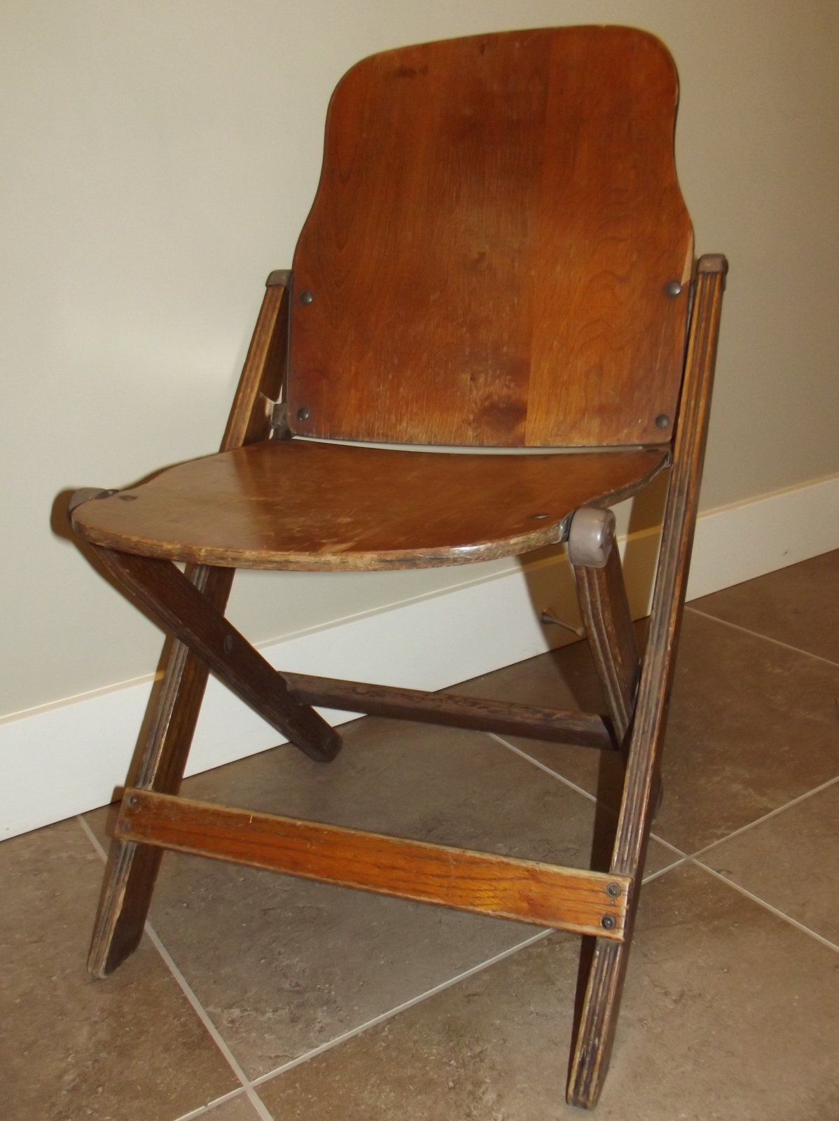 A vintage folding plywood chair - Sustainable Slow Stylish: A Vintage Folding Plywood Chair