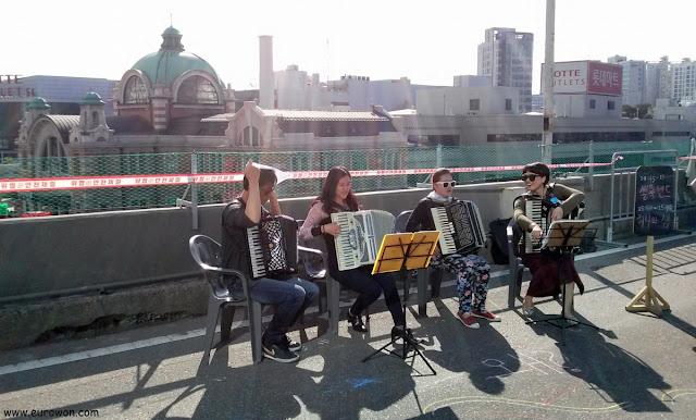 Música de acordeón en Seúl