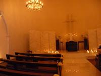100人ほど入る礼拝堂は自然に祈る厳かな気分になった。