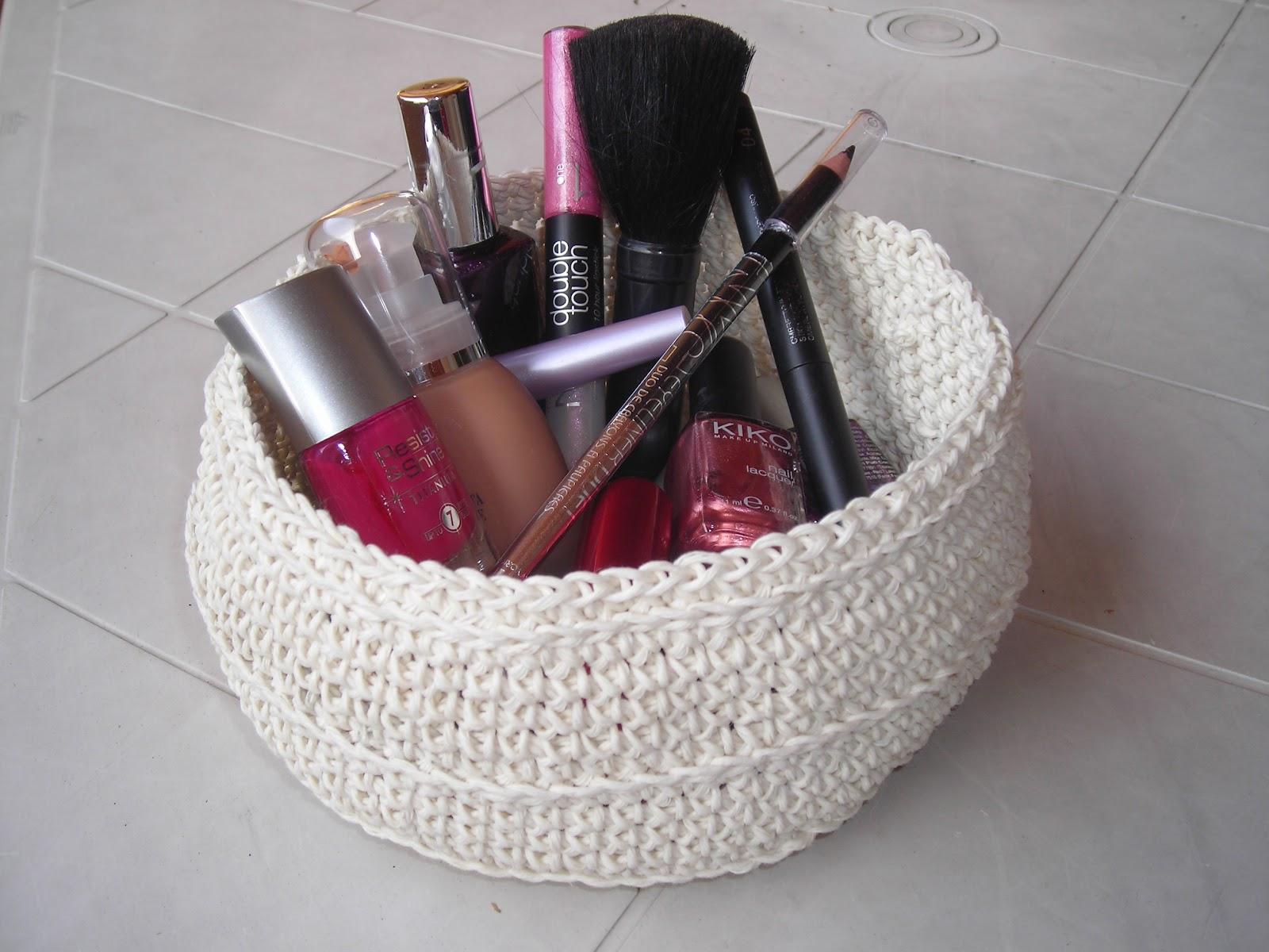 Nuvoledilana fioridicotone un cestino per il make up - Cestini all uncinetto per il bagno ...