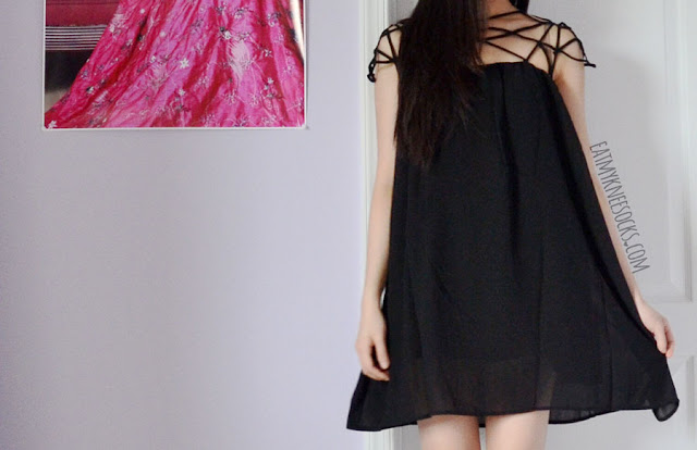 Romwe's unique original-design caged neckline shift dress is a classy-chic dress for the summer and spring seasons.