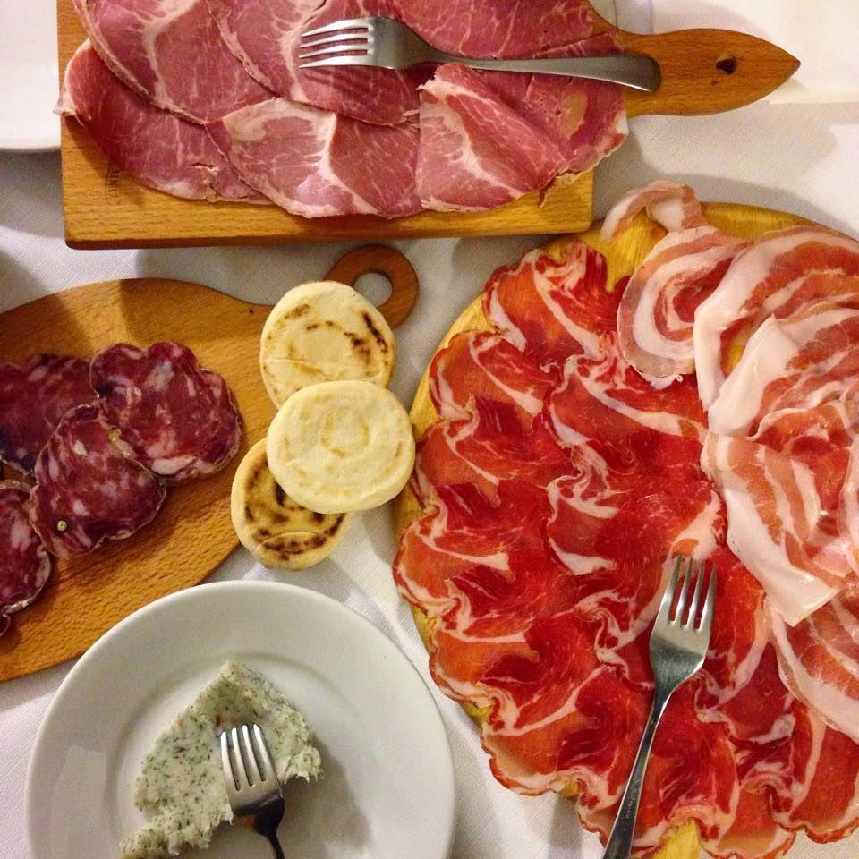 Il meraviglioso antipasto misto dell'Osteria Belvedere a Ziano Piacentino - foto di Elisa Chisana Hoshi