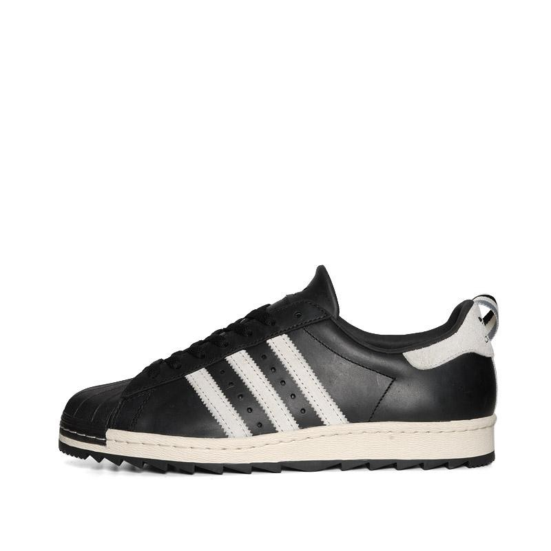 This updated version that now are avaialbe for pre-order at EndClothing, UK  are made of premium black leather with white stripes , white suede heel tab  and ...