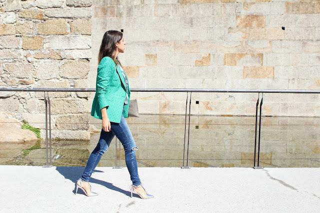 look con americana verde de Zara