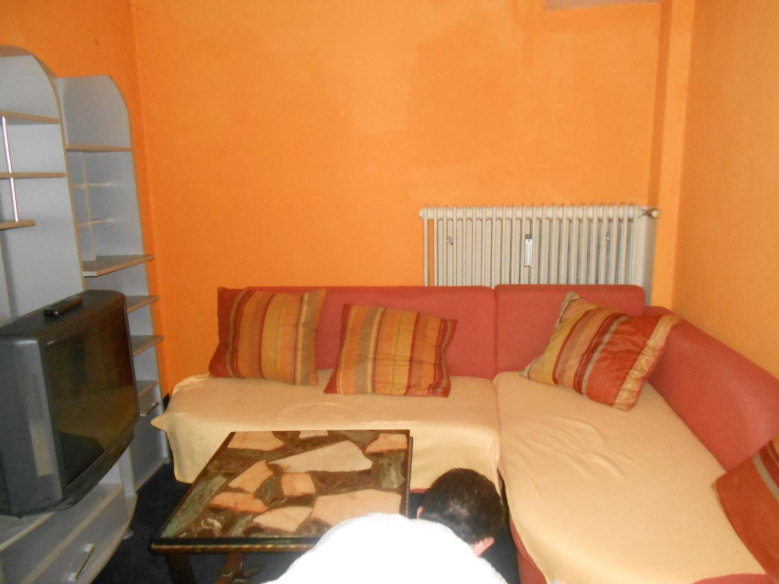 handwerker tommy knall orange. Black Bedroom Furniture Sets. Home Design Ideas