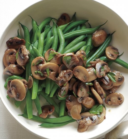 ... with garlic and herbs green beans with garlic chips and olive oil