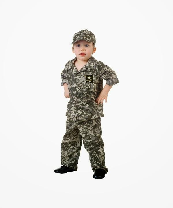 Foto lucu bayi laki-laki memakai kostum tentara keren banget