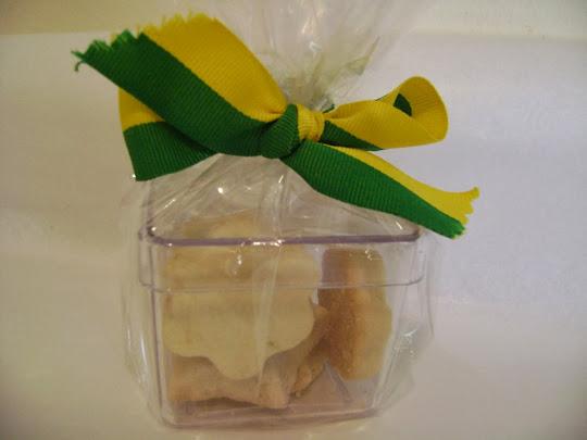 caixa acrilica com biscoitos