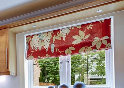 結合布窗簾的柔順與捲簾般的硬調,創造獨特風格的羅馬簾