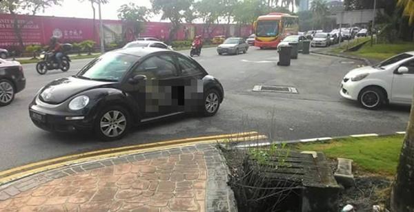 Pemilik Volkswagen Dapat Logo Baru Selepas Parking Kereta Sesuka Hati... Nah Rasakan!!