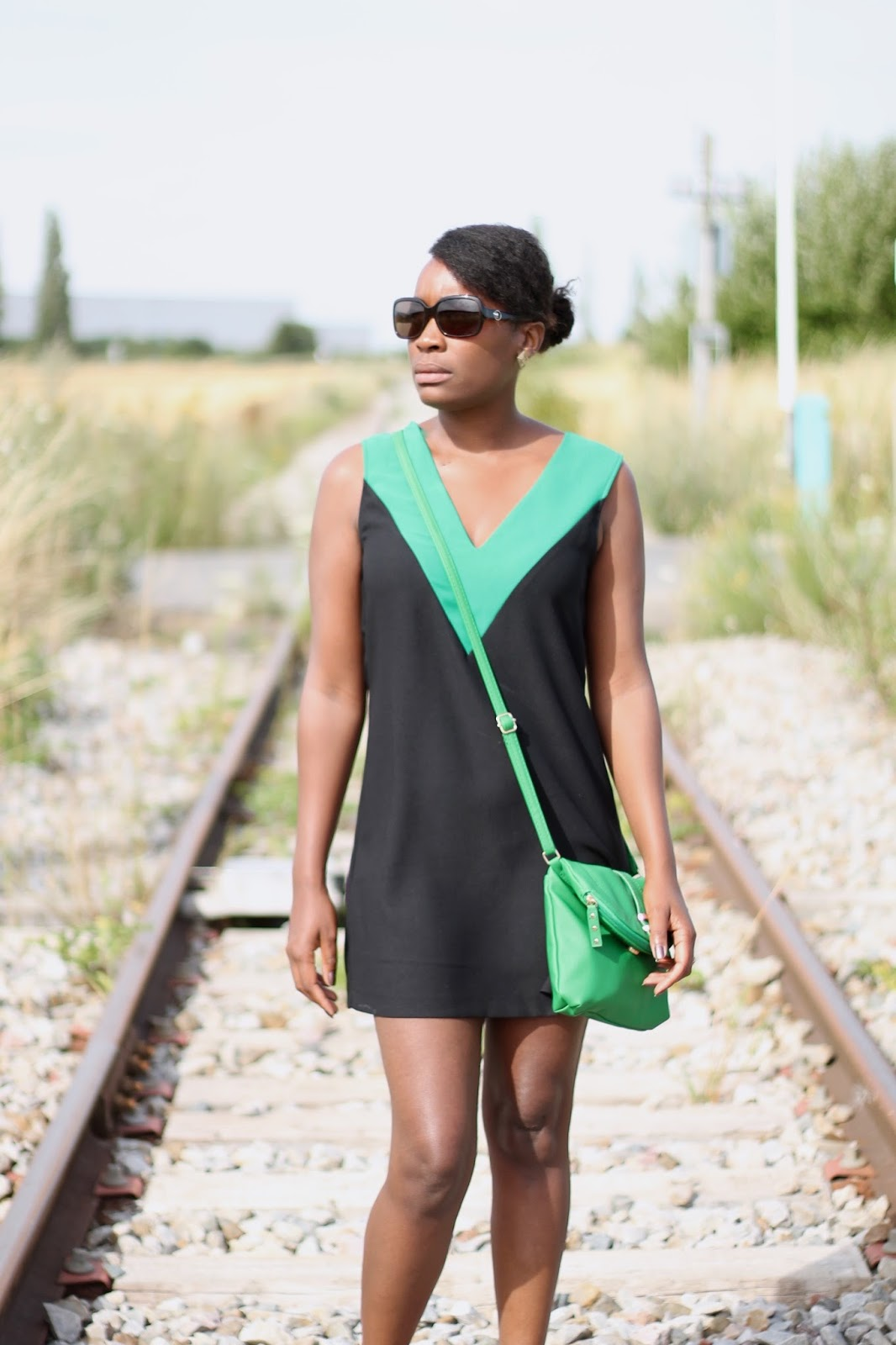 FASHION BLOGGER-NATURAL HAIR- FRENCH FASION BLOGGER-outfit hype-a touch of green