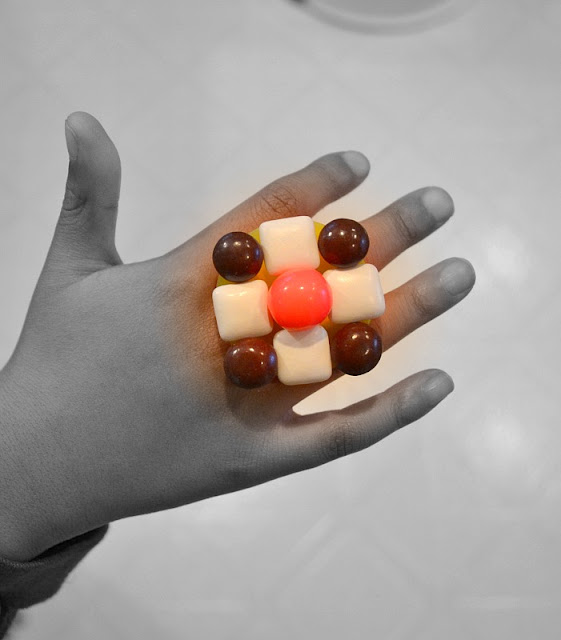 Candy ring with Ring Pop base