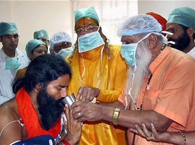 Jagadguru Kripaluji Maharaj and Swami Baba Ramdev
