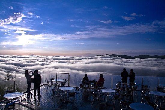 مكان لا يصدق فوق الغيوم مع إطلالة غاية في الروعة للبحر من أسفله ! Unkai-Terrace4.jpg