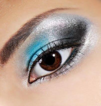Maquillaje Ahumado de Ojos en Azul y Negro explicado paso a paso