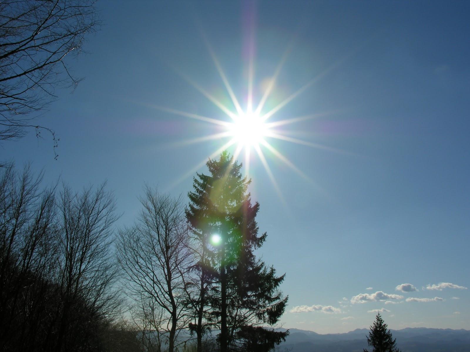 http://1.bp.blogspot.com/-xCRhyduNXA8/TtQELcGVL6I/AAAAAAAAAG8/7fmzdFQeuyg/s1600/larasatisayang.blogspot.com-sunny-sky-free-best-wallpaper.jpg
