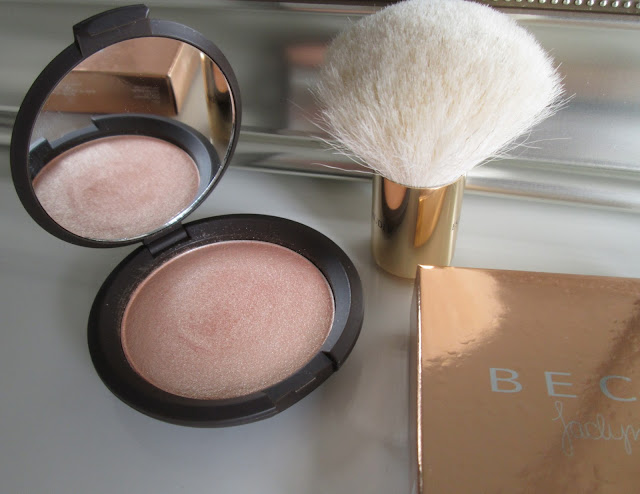 Review of beauty product Becca Cosmetics Highlight Powder in the color Champagne Pop collaboration with Jaclyn Hill