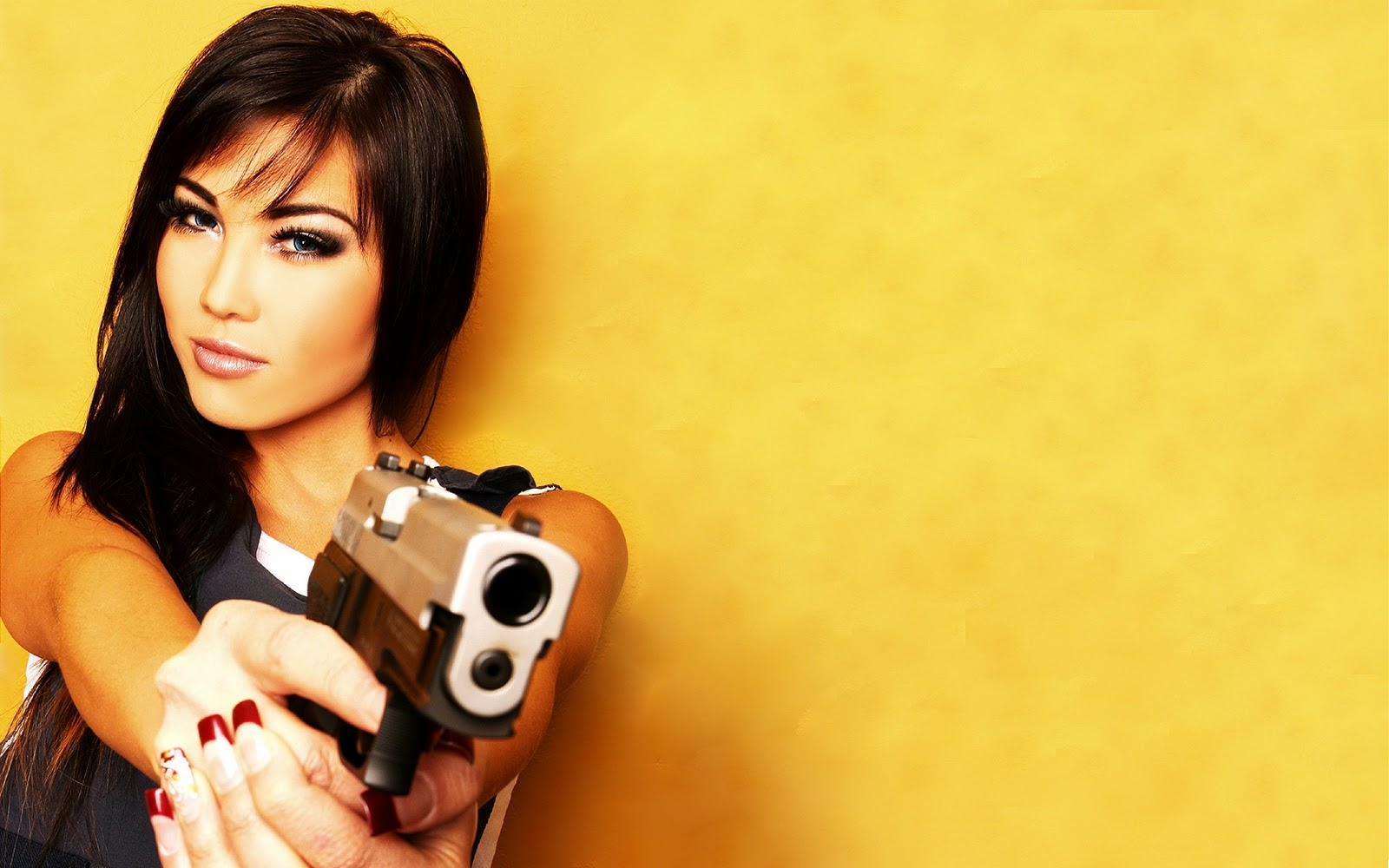 Wallpaper free download guns wallpapers gun wallpaper beautiful girls with gunz hot gun pic with girls voltagebd Gallery