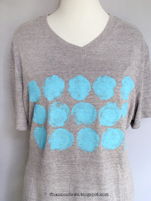 t-shirt refashion with turquoise fabric paint